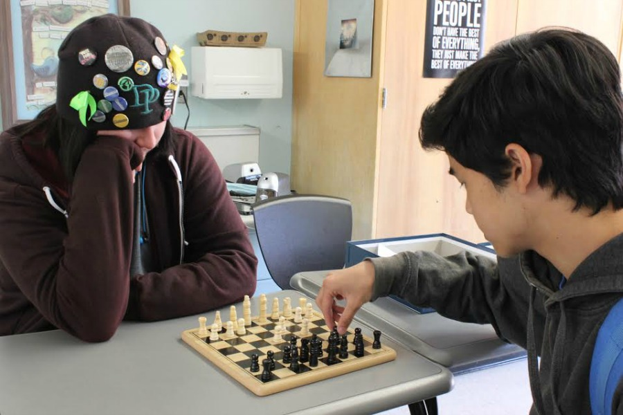 Senior+Tyler+Loring+intently+watches+sophomore+David+Mallari+make+his+next+move+during+a+Chess+Club+meeting.