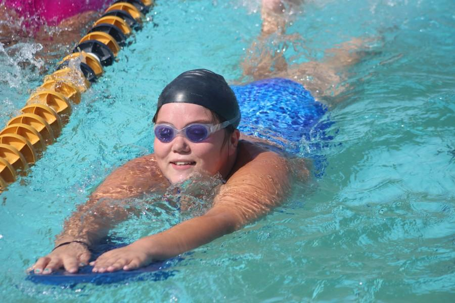 Sophomore Rosemary Vazquez swims gracefully during practice preparing for their game against Chatsworth Charter High School. Photo by Hailey Pohevitz