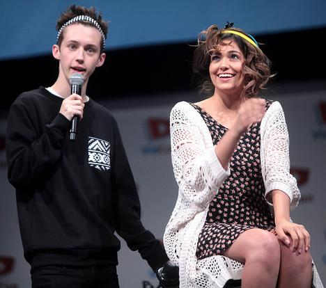 Bethany Mota is seen with Troy Sivan in the 2014 VidCom in the Anaheim Convention Center. Photo from Creative Commons.