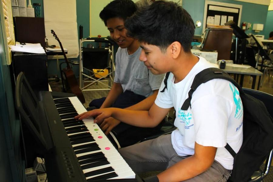 Junior Ryan Ilano and freshman Ivan Catalan work on their keyboard skills during keyboarding class. Due to a decrease in enrollment, no music classes will be offered  next semester. In order to bring back music, the school enrollment needs to increase until the school has enough students to gain back music teacher Wes Hambright.