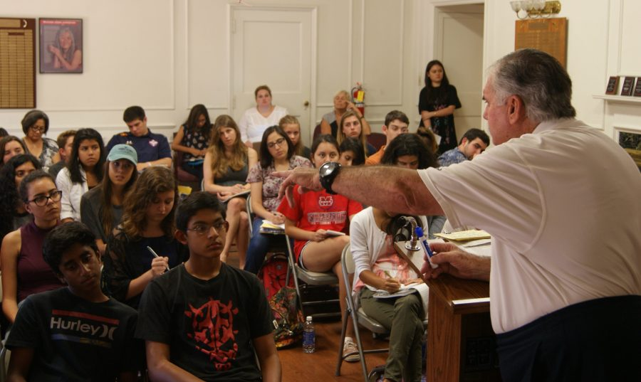 Retired Long Beach polie officer and now part time administration of justice professor at LBCC lectures a group of young journalist at the Newspaper2 workshop