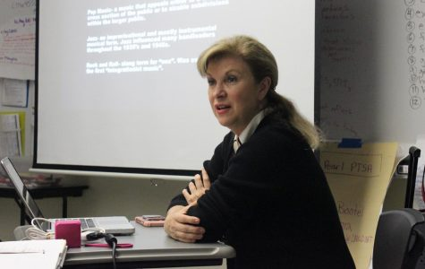 Journalism 100 teacher Tracie Savage lectures her students during the after school class.