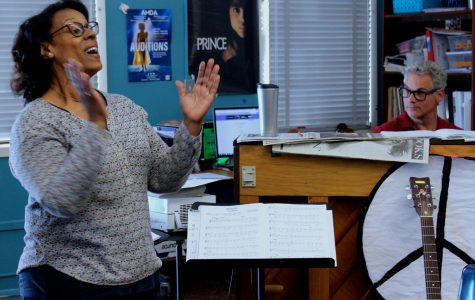 Volunteer vocal instructor Marsha Taylor helps Hambright with warming up the third period choir class.