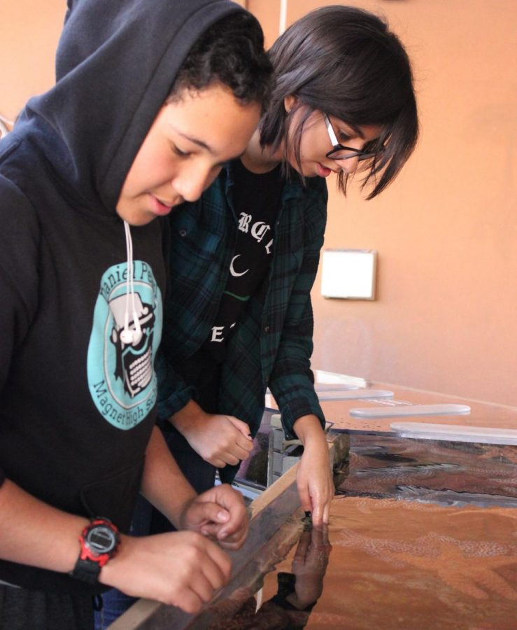 Freshman Gio Dominguez and junior Emely Felix touch starfish during their field trip at the California Science Center this past Friday.