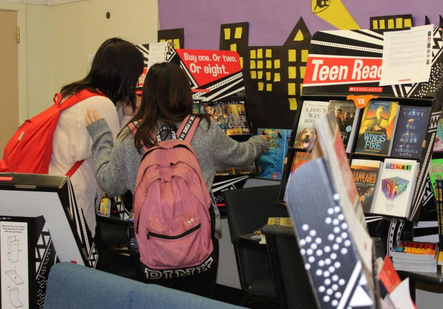 Juniors Pauline Miranda and Alyssa Cancio browse around the book fair, looking at the variety of books and artsy stationary items.