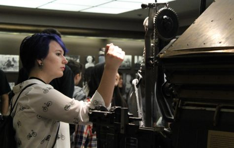 Journalism students tour the Los Angeles Times