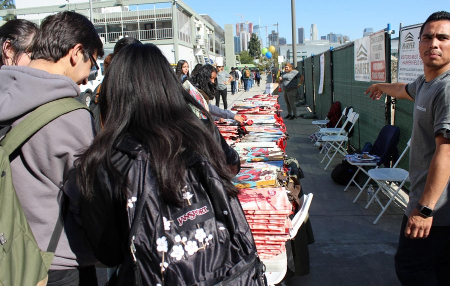 Daniel Pearl Magnet High School seniors wait in line to receive for bags filled with scholarship applications and other college information at the Los Angeles Cash for College event on Nov. 9.