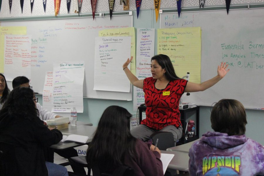 During a visit to a Journalism 1 class, Esmeralda Bermudez of the Los Angeles Times describes her college experience at USC as incredible.