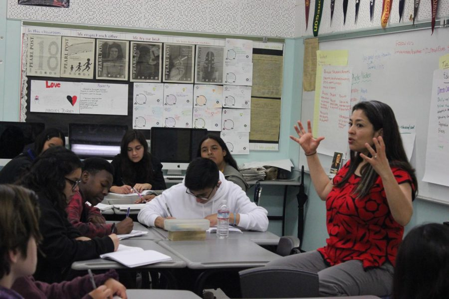 Journalism 1 students take notes as Los Angeles Times reporter Esmeralda Bermudez describes her career in journalism.