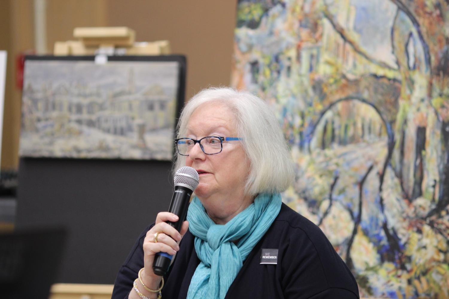 Holocaust+survivor+Louise+Lawrence-Israels+speaks+to+the+sophomore+class+about+her+life+on+May+9+during+the+David+Labkovski+Project.