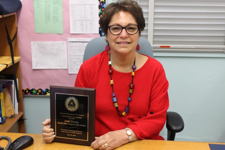 College Counselor Zimring wins award for volunteering