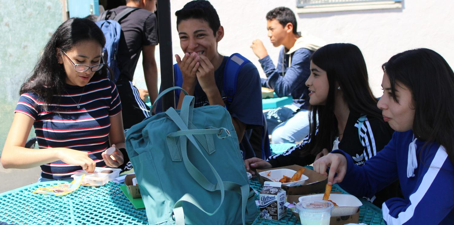 +Freshmen+Lucia+Avellaneda%2C+Fidel+Guzman%2C+Jiselle+Covarrubias+and+Vanessa+Miranda+eat+lunch+together+during+the+first+day+of+school+on+Aug.20.+