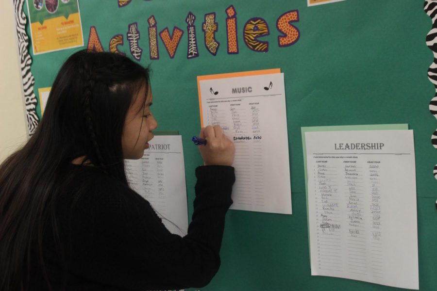 Entertainment Editor Alliana Samonte signs up for an after-school class on Sept. 20.