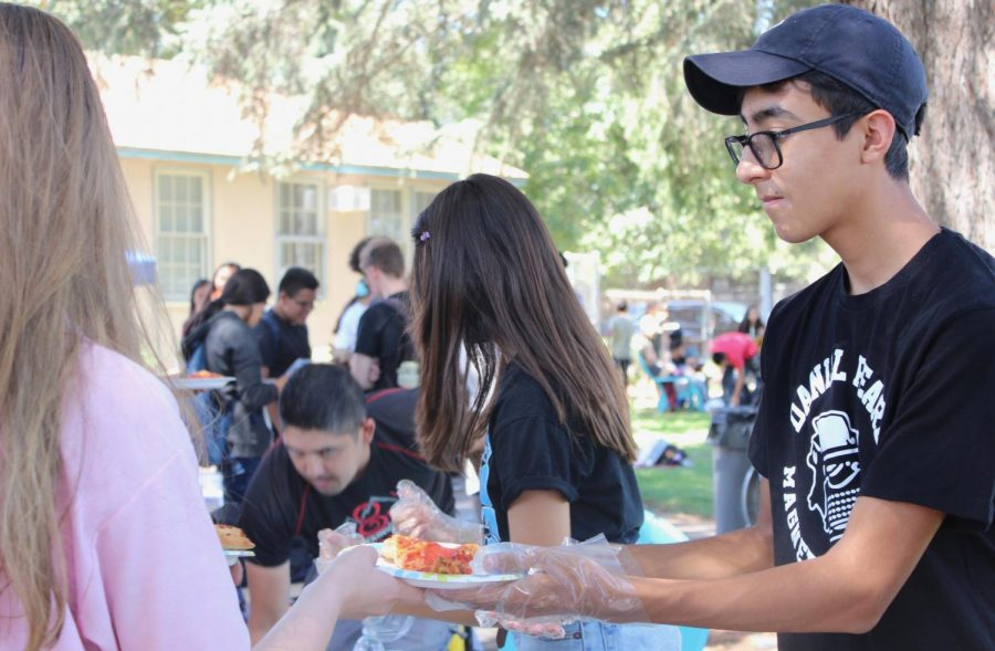 Senior Andres Prieto hands out pizza during the first Fiesta Friday of the school year on Sept. 6.