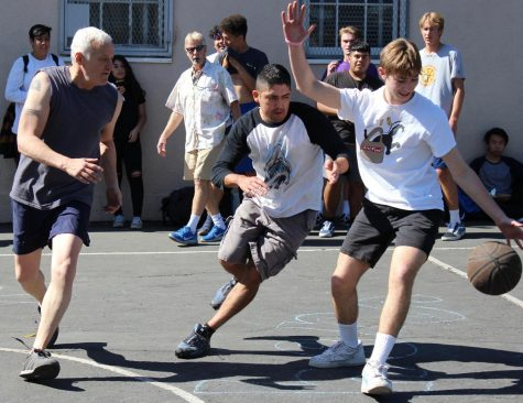 Seniors take win in basketball tournament vs teachers