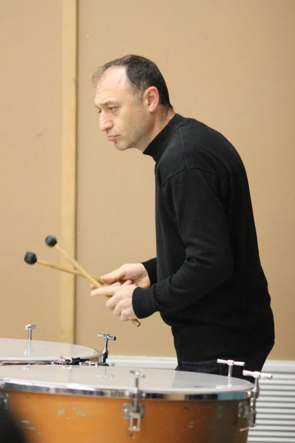Students+from+music+teacher+Wes+Hambright%27s+music+classes+periods+2+through+6+attended+The+Kadima+String+Quartet+performance+during+period+3+on+Dec.+11.+