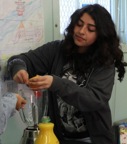 Senior Elizabeth Cortez helps to make a delicious smoothie by peeling a grapefruit into the blender in the Cooking club on Feb. 13. Cooking Club meets every Friday or Thursday during lunch to make yummy drinks and desserts in Room 19.