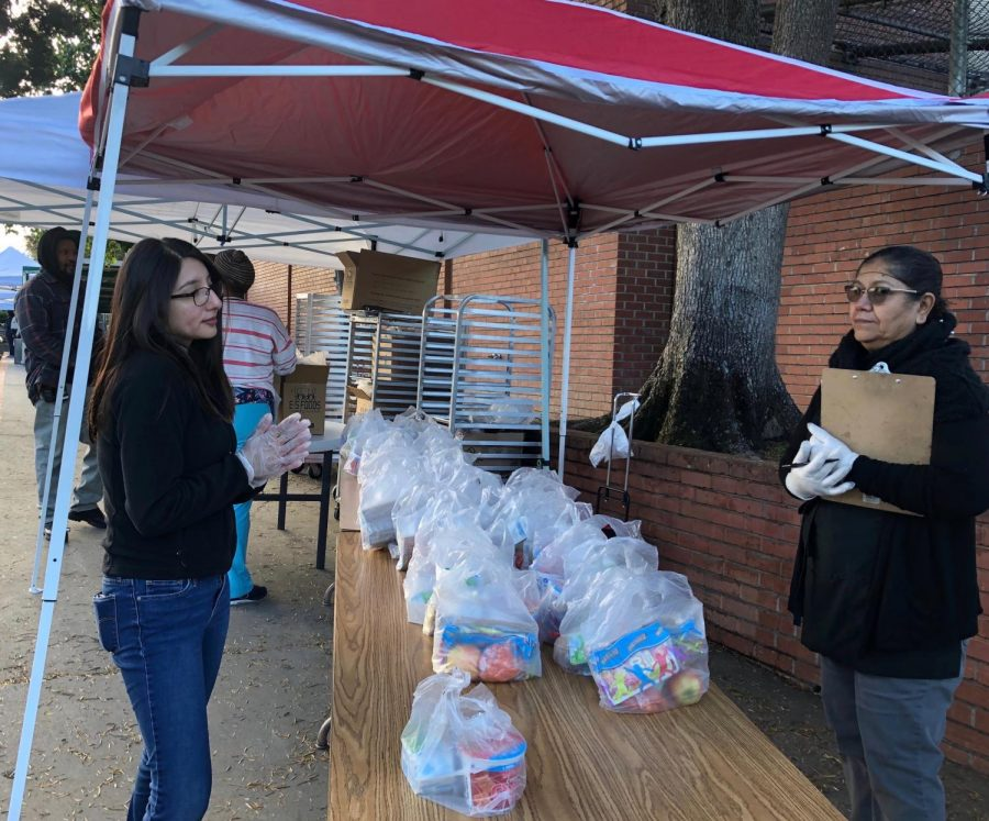 Starting on March 18, LAUSD has partnered with the Red Cross to open 60 grab and go food centers that will provide breakfast and lunch to students. Families can stop by from 7-10 a.m. to pick up meals. This food center is located at Maclay Middle School and there are 15 other centers in the San Fernando Valley.