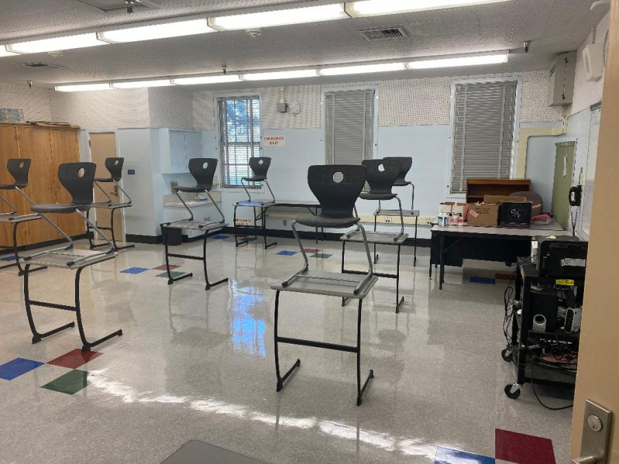 In preparation to hopefully come back next semester, DPMHS has changed its interior to safely follow COVID-19 protocols. The schools had decreased the amount of seatings in a classroom and added stickers to indicate social distancing.